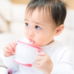 現役ママが解説!赤ちゃんのストロー飲みを最も簡単に教える方法