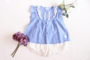 【2歳の女の子】ブルーのトップスと白のショートパンツで爽やか夏コーデ♡