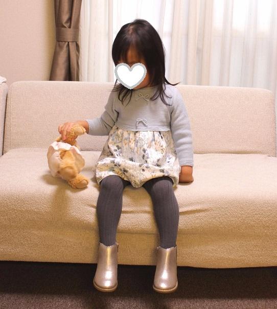 2歳秋冬パステルカラーワンピースショートブーツコーデ